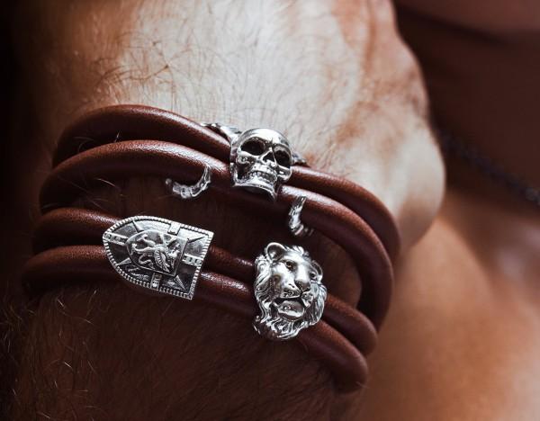 Rebeligion Leder-Armband mit Totenkopf mit Hörner + Löwe + Schild von Rebeligion Trur Sivler Men